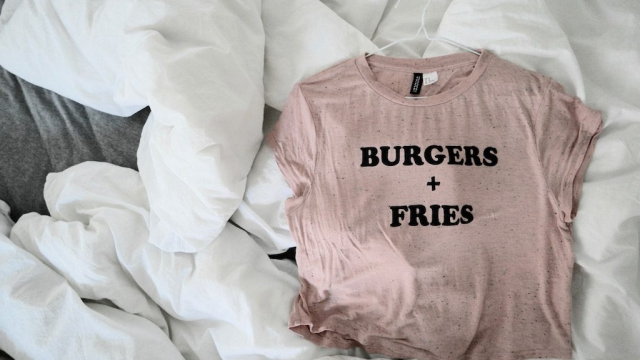 Sunday Tee – Burgers + Fries