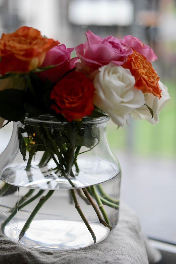 En bukett fargerike roser
