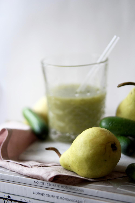 Ferskpresset juice med pære