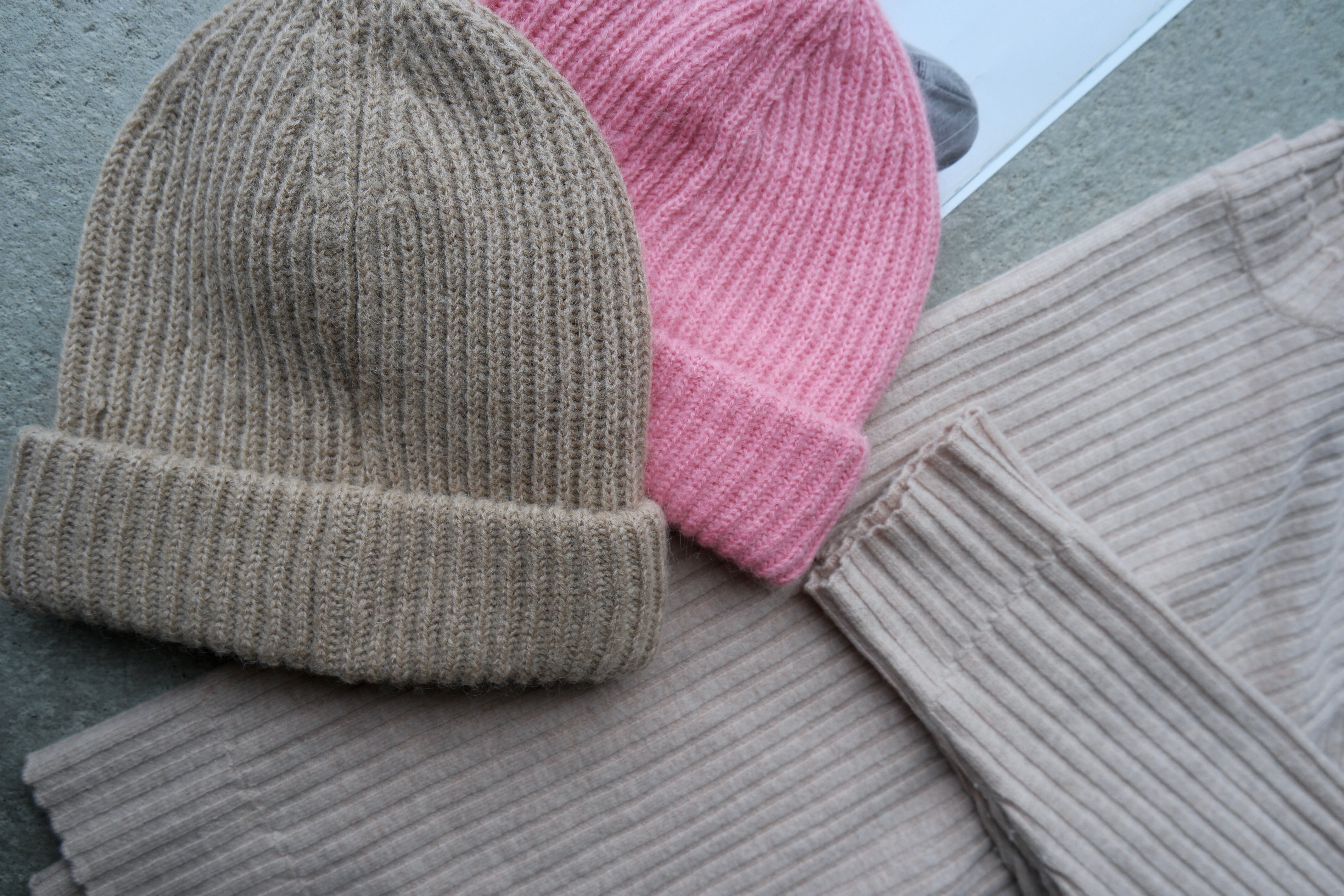 Beige + rosa strikk denne høsten