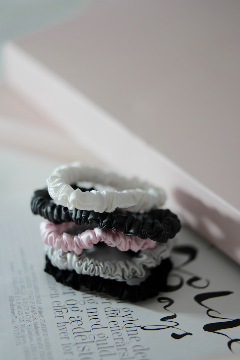 MellyMoon Scrunchie i silke - Ladybirds Nest