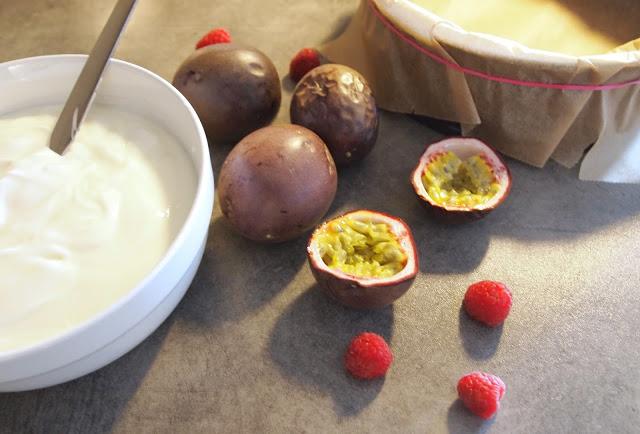En litt sunnere pasjonsfrukt- og yoghurtkake