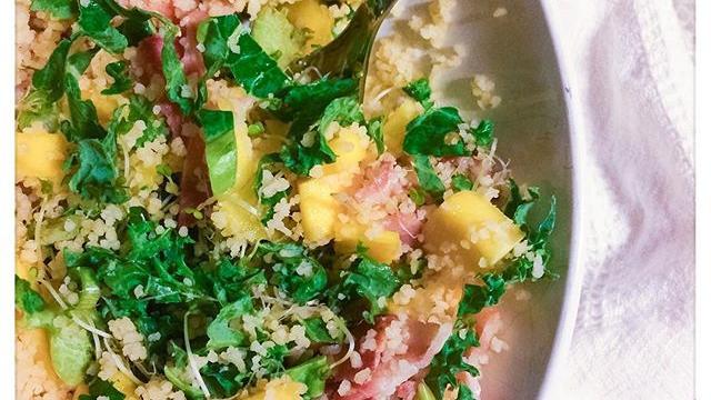 En digg salat med mango og bacon