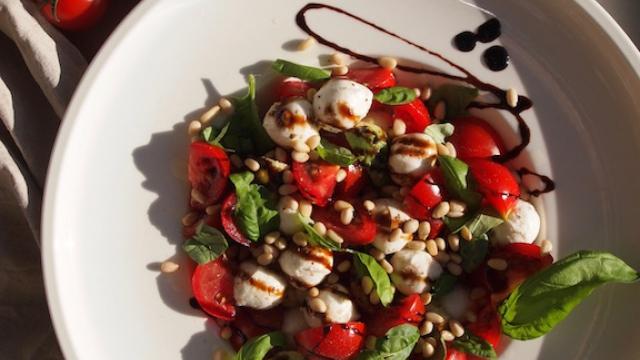 Sommerlig forrett – Caprese salat