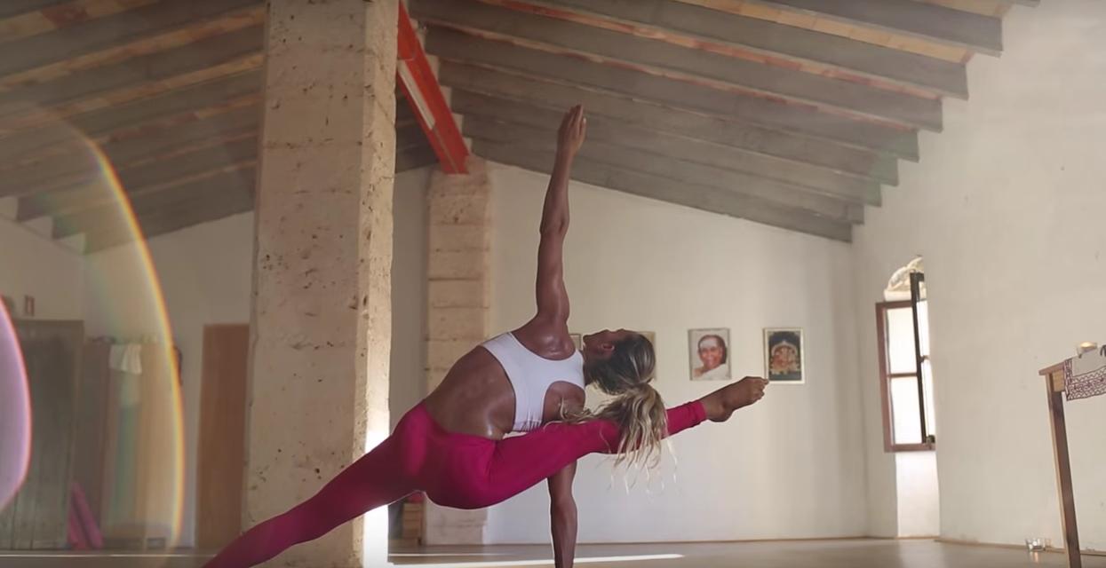 Yoga med Aline Fernandes
