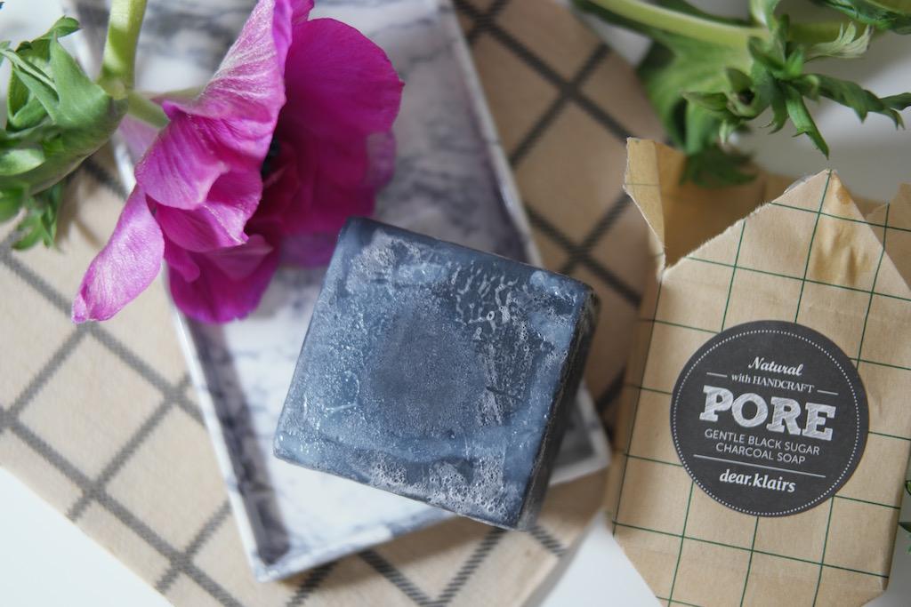Koreansk hudpleie – Klairs Gentle Black Sugar Charcoal Soap