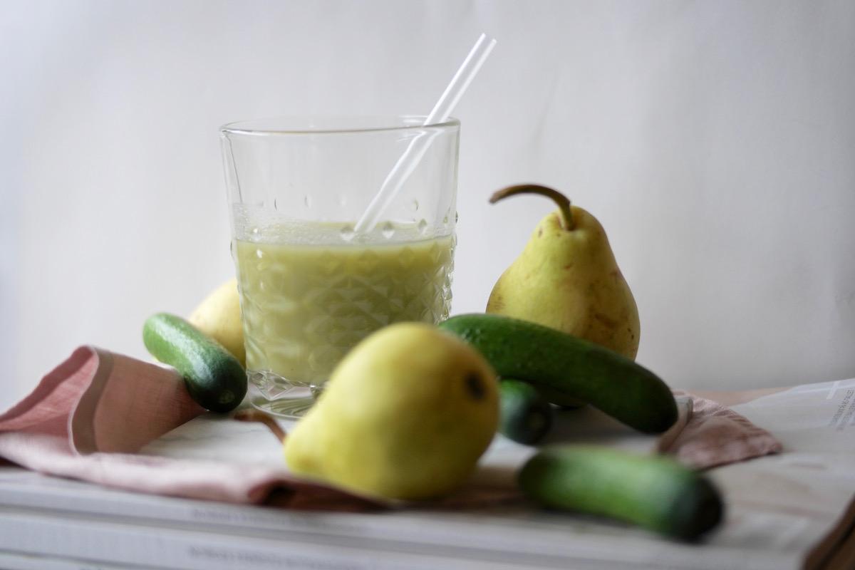 Ferskpresset grønn juice med pære