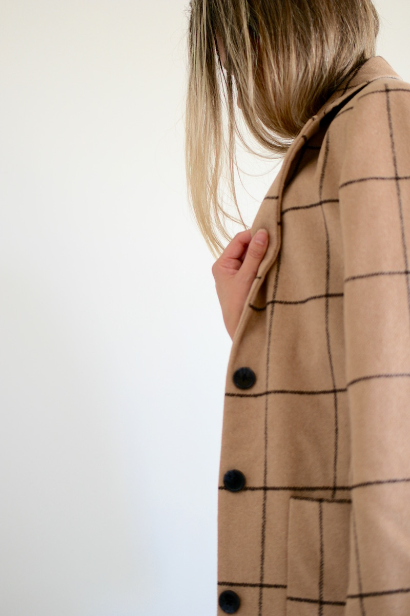 Kissing Fall Welcome - Gitta Coat