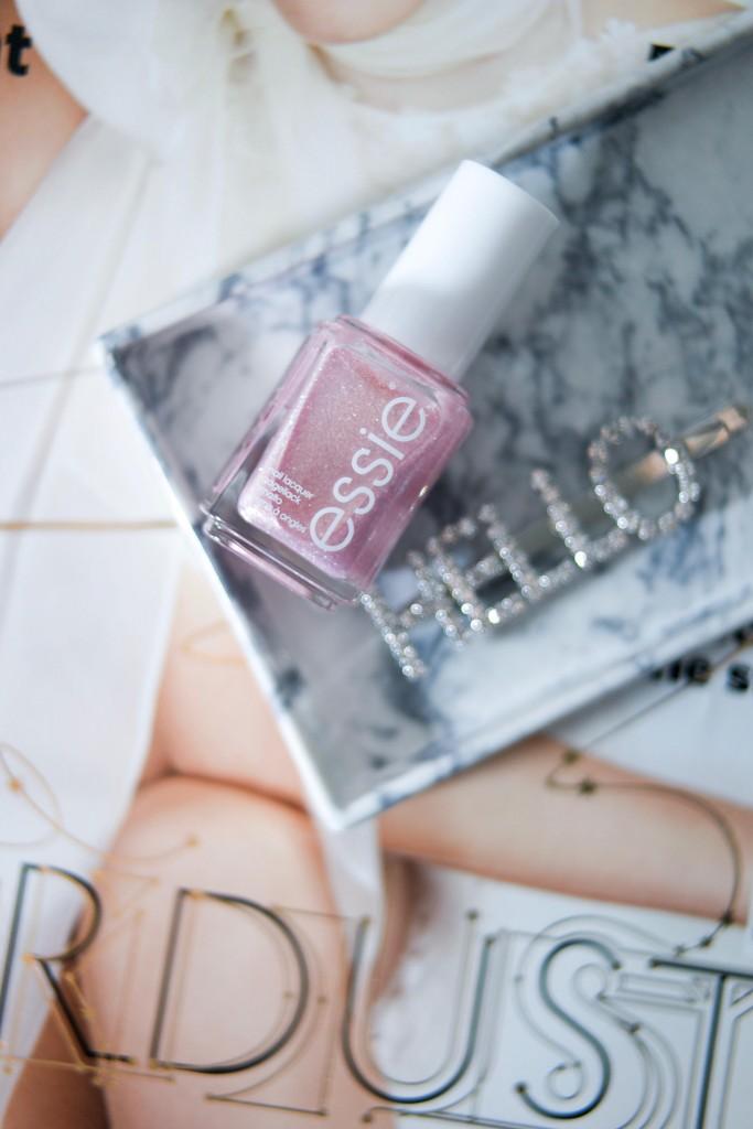 Rosa glitrende neglelakk
